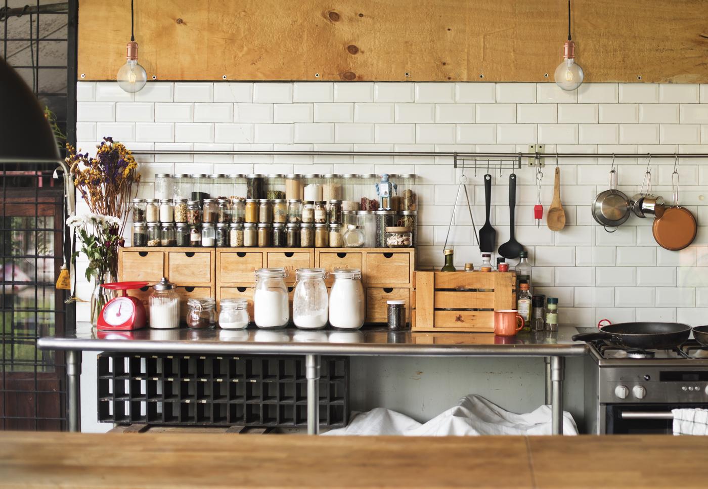 Tendencia iluminación con cobre cocinas