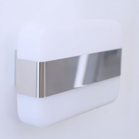 Instalado en una pared de baño