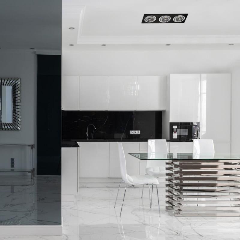 Cocina amplia estilo moderno decorada con HELIUM QR111 NEGRO (3 LUCES)